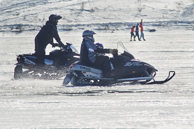 snowmobile-friends-snow-winter-fun-activity