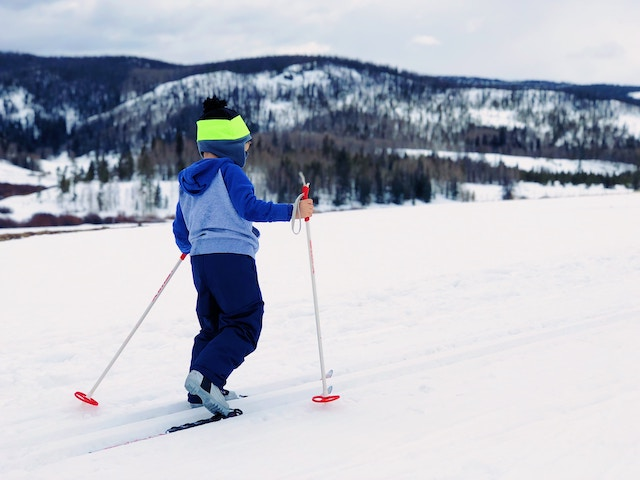 children-skiing-activity-winter