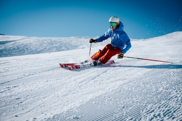 skiing-adventurous-winter-activity