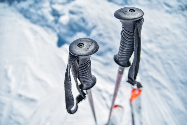 ski-poles-winter-activity-fun-sport